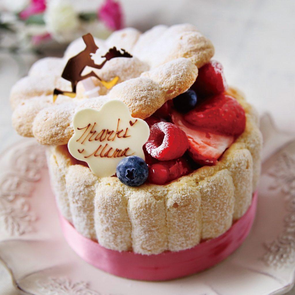 母の日当日は特別な「シャルロットケーキ」の販売もあります。